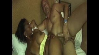 Elegantes XXX Video mit hemmungsloser Pussy Scharfe Blondine steht auf Ficksahne schlucken Gieriges Escortgirl wird von zwei Schwänzen schonungslos gevögelt busty african babes first big cock